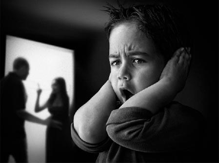 Negativna čustvena stanja vplivajo na otroke in pse bolj kot si lahko mislimo. Vir: http://www.counselheal.com/articles/2015/20120616/parents-fight-father-mother-violent-violence-kids-children-kindergarten-divorce-emotional-secure-sec.htm